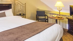 Auberge-Quebec-EQWMZ-Mezzanine Room with Queen Bed and Double Sofa Bed, Smoking Room (#12)