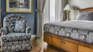 palace_royal_hospitality_room_queen_bed_shower_1
