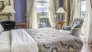 palace_royal_hospitality_room_queen_bed_1
