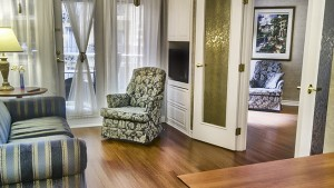 palace_royal_suite_hospitalite_grand_lit_divan_lit_double_balcon_jardin_1