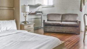 quebec_inn_room_double_bed_sofa_bed_kitchenette_2