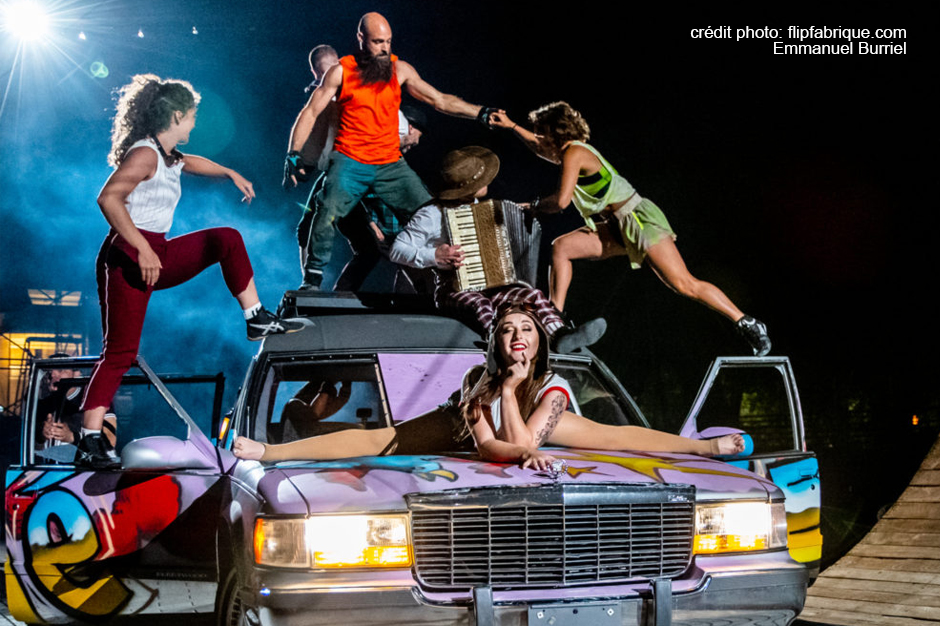 Take advantage of Labour Day to see the last performance of the free circus show Féria l'attraction presented by Flip Fabrique.